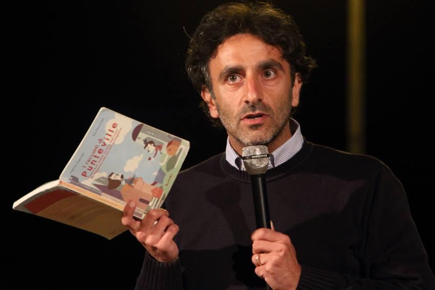 Gianluca Caporaso durante la presentazione del suo libro